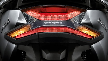 Honda-Motorcycle-มอเตอร์ไซค์-ฮอนด้า-PCX150-2017-Information-รายละเอียด-ไฟท้าย-ไฟเลี้ยว-NEW-LED-TAIL-LIGHT