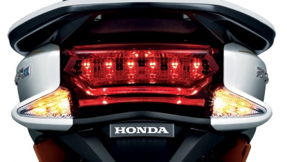 Honda-Motorcycle-มอเตอร์ไซค์-ฮอนด้า-pcx-150-2016-Information-รายละเอียด-ไฟท้าย-LED-LED-TAIL-LIGHT-WITH-SEPARATE-LED-WINKER