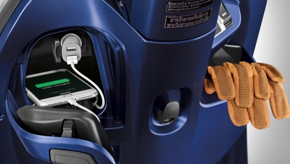 Honda-Motorcycle-มอเตอร์ไซค์-ฮอนด้า-all-new-scoopyi-Information-รายละเอียด-อุปกรณ์ชาร์จไฟสำรอง-AC-SOCKET-GLOVE-BOX