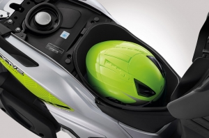 Honda-Motorcycle-มอเตอร์ไซค์-ฮอนด้า-Moove-2017-Information-รายละเอียด-กล่องเก็บของ-HELMET-IN-L-SIZE-U-BOX