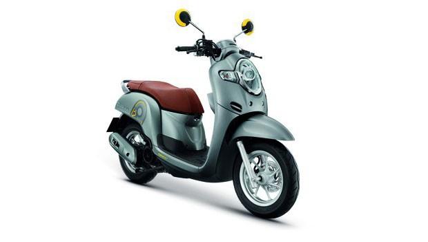 Honda-Motorcycle-มอเตอร์ไซค์-ฮอนด้า-scoopyi-2018-color-silver-เงิน