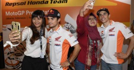 Honda-bigbike-Motorcycle-มอเตอร์ไซค์-บิ๊กไบค์-ฮอนด้า-News-ข่าวประชาสัมพันธ์-เปิดตัว-Repsol-Honda-Team-แห่งปี-2017-ที่อินโดนิเซีย